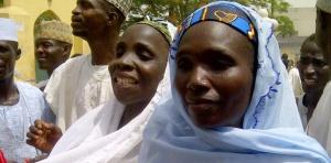 5766397-nigeria-17-jeunes-femmes-liberees-d-une-usine-a-bebes
